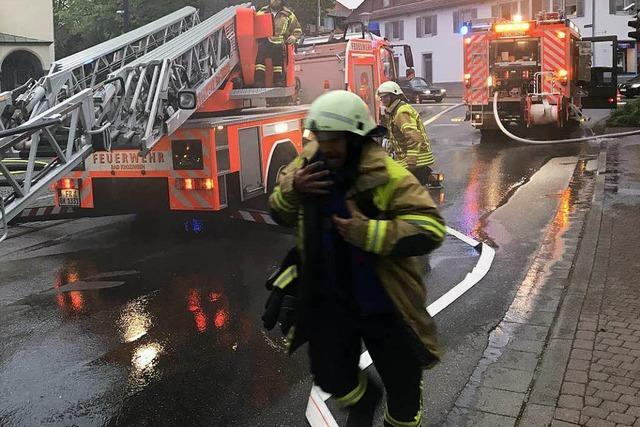 Großalarm in Bad Krozingen: Feuerwehrübung am Rathausplatz