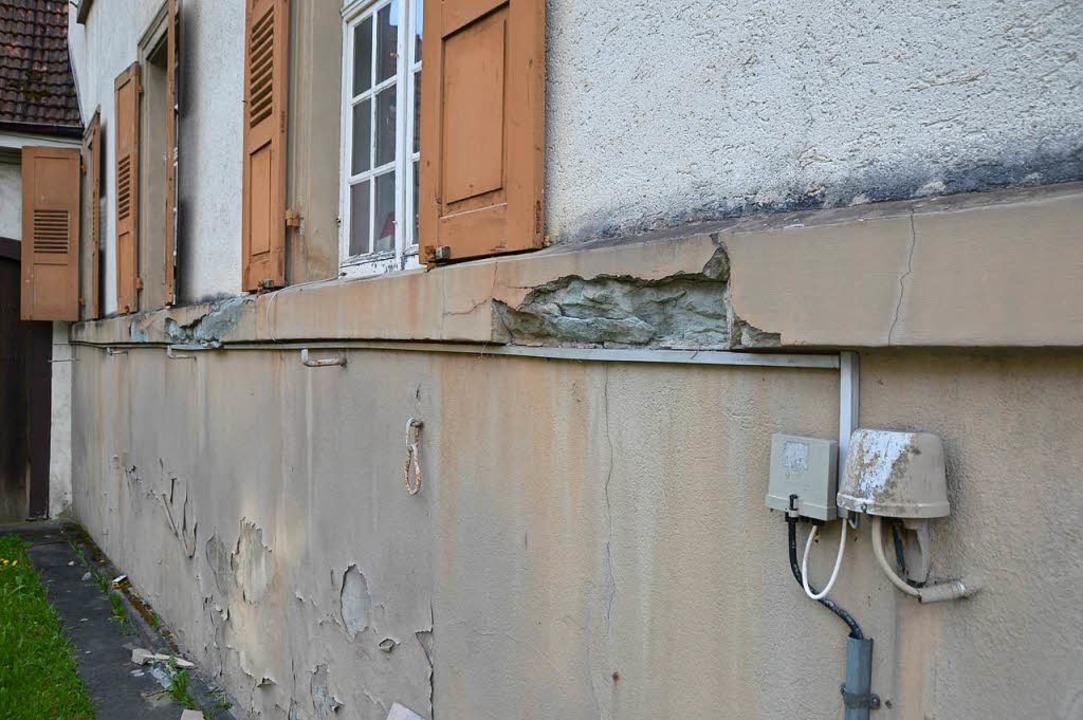 Nicht nur außen bröckelt das alte Rath... sich hin, es besteht Handlungsbedarf.    Foto: Horatio Gollin