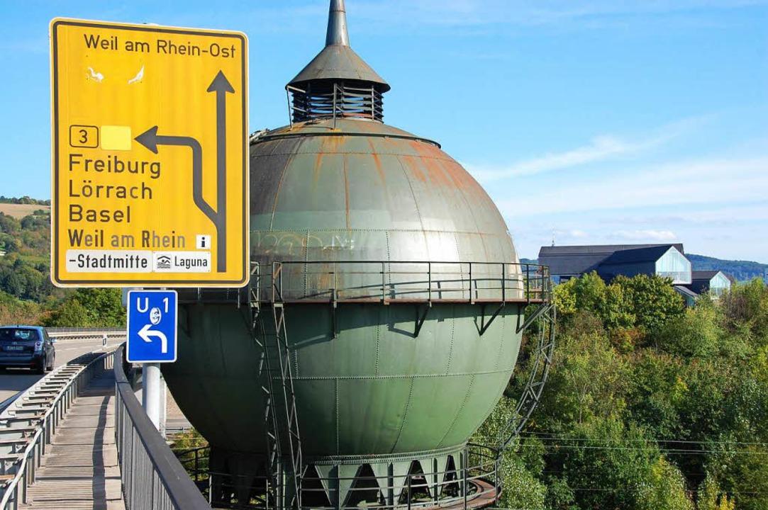 Der Wasserturm an der B352 steht unter Denkmalschutz.  | Foto: Hannes Lauber