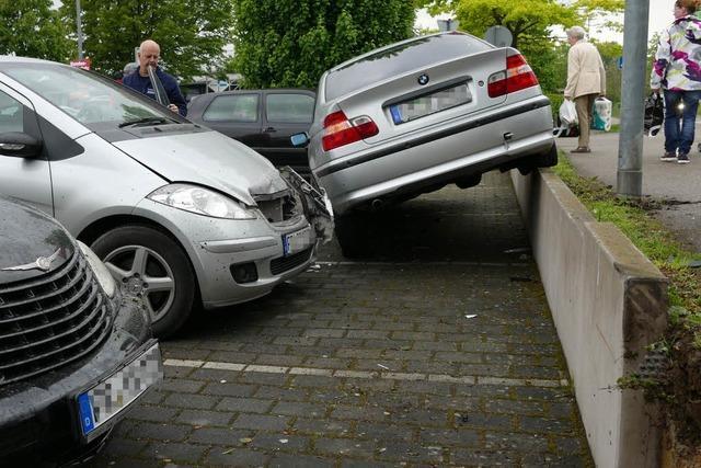 89-Jähriger verliert in Bad Krozingen Kontrolle über sein Auto