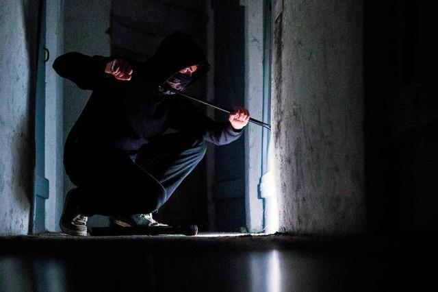 Dilettantische Diebe schlagen Loch in Garage