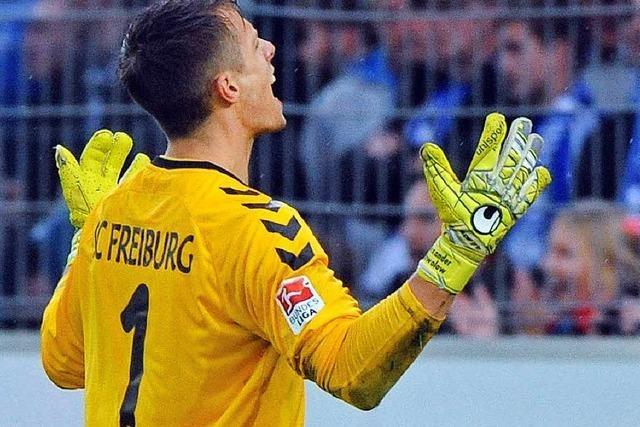 Torhüter Alexander Schwolow bleibt beim SC Freiburg
