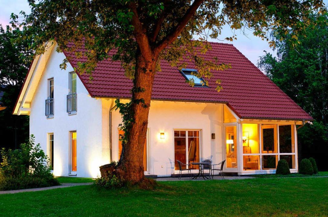 Gut ausgeleuchtete Häuser können Einbr...beimEinbruchversuch leichter gesehen.    Foto: bildagentur-online
