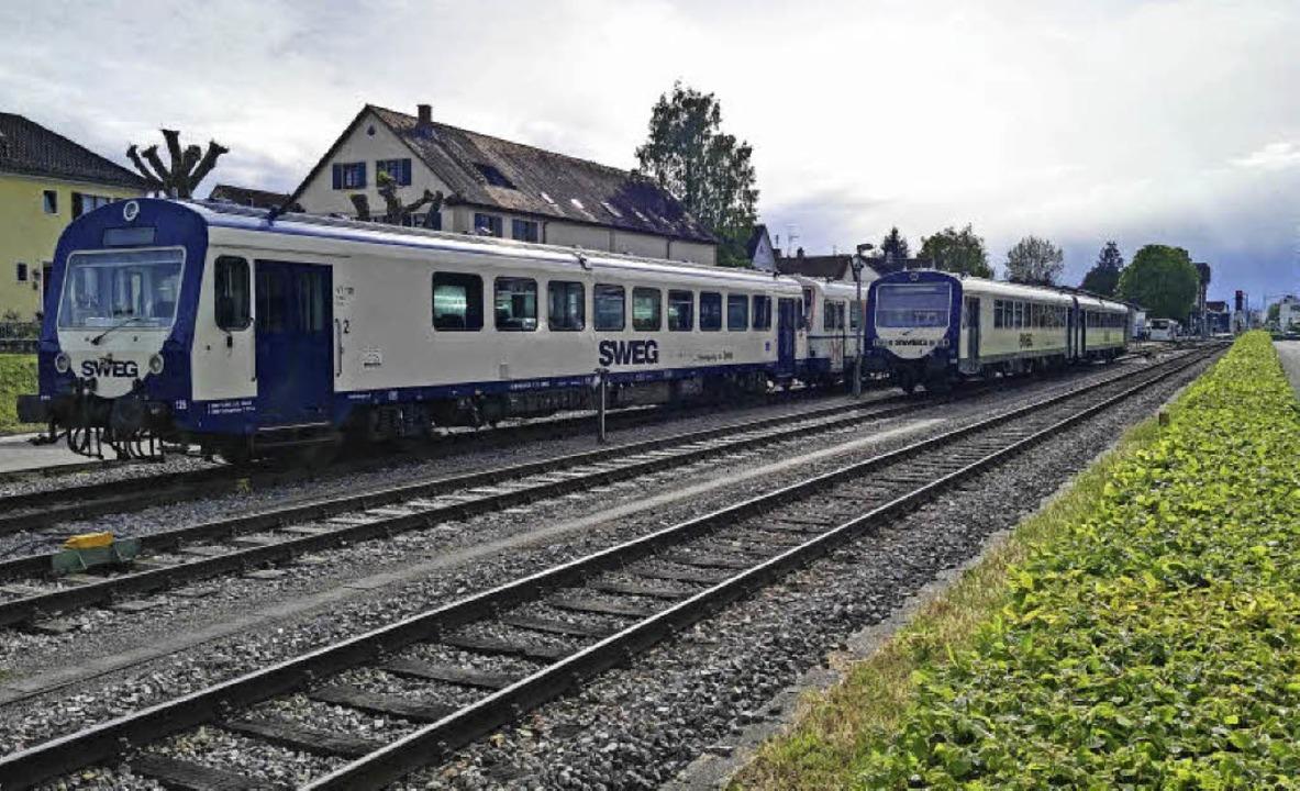 Abgestellte Dieseltriebwagen auf den i...dinger Bahnhofs im Bereich Niederdorf.  | Foto: Martin Wendel