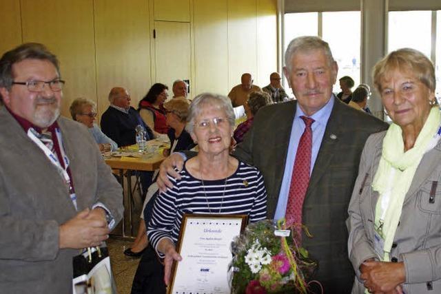 Sozialverband VdK Freiburg-West ehrt erstmals Mitglied für 70 Jahre Mitgliedschaft