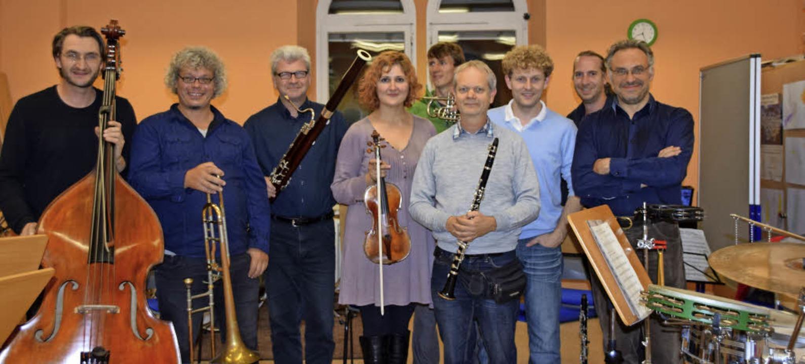 Die Musikschullehrer geben in der neue...thammer und Dirigent  Stefano Mariani   | Foto: Sarah Nöltner