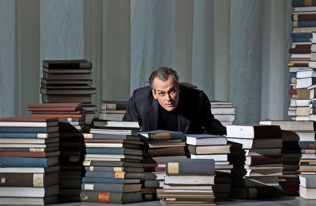 Die Welt der Bücher: Matthias Klink al...r Schriftsteller Gustav von Aschenbach  | Foto: Oper Stuttgart