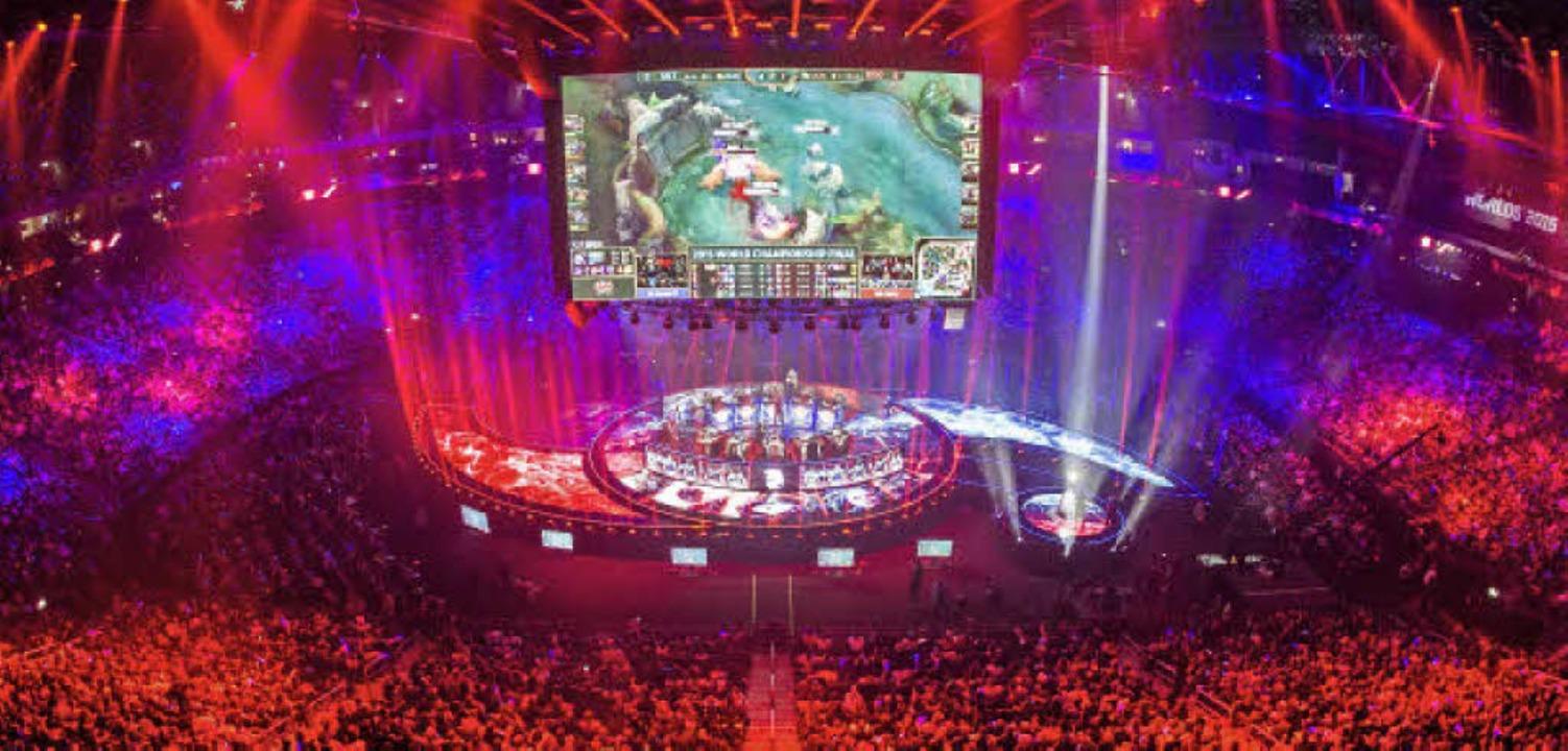 "E-Sport ist längst eine Massenveransta...22;League of Legends"" in Berlin   | Foto: dpa"