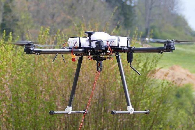 Premiere: Drohne hilft bei Arbeiten für 110.000-Volt-Leitung