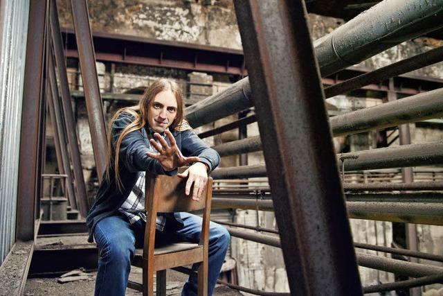 Weiherer gastiert mit neuen Liedern und alten Geschichten im Lörracher Nellie Nashorn