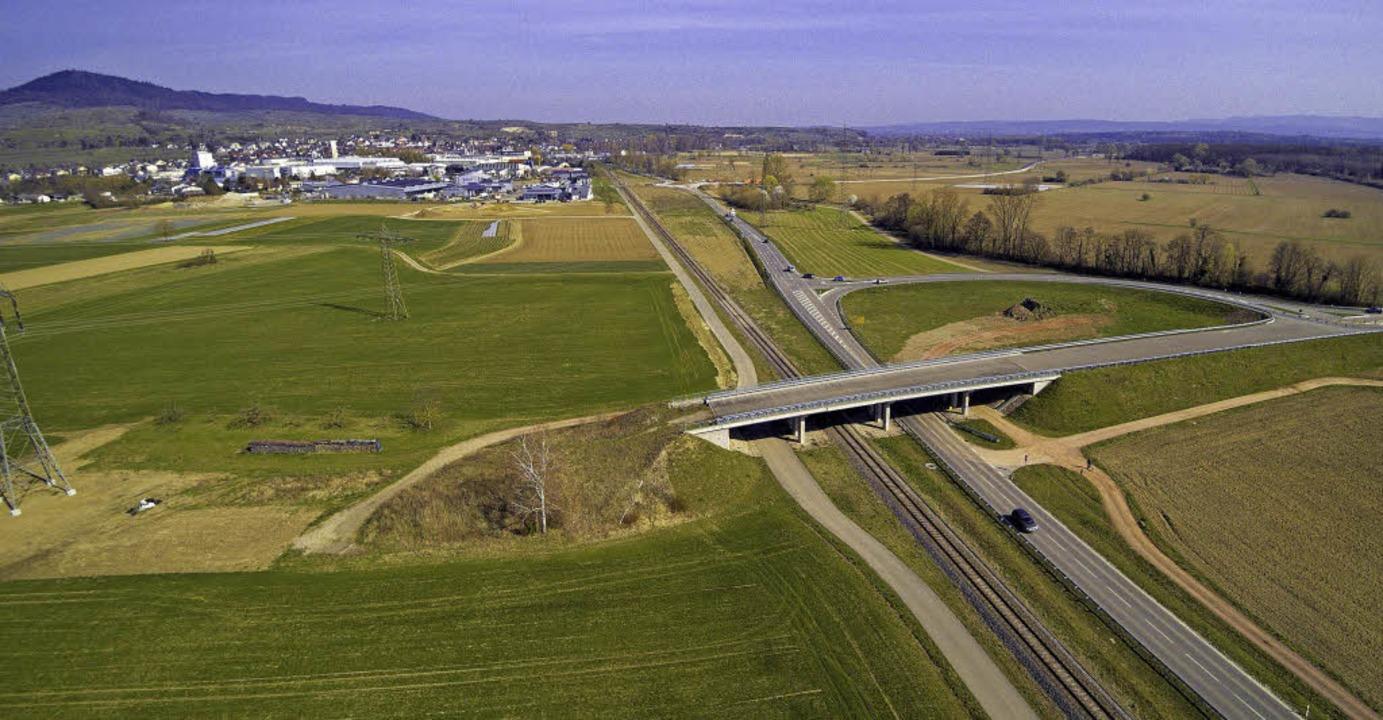 Die Brücke bei Gottenheim endet bislang im Nichts.   | Foto: Michael Saurer