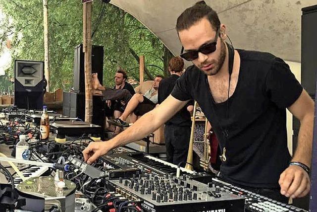 Julian Maier-Hauff an den Reglern sorgt für tanzbare Elektromusik in Lahr