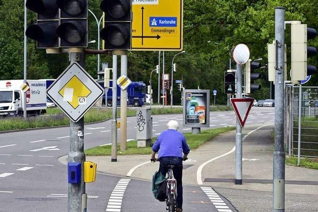 Radfahrer im Industriegebiet Nord bei Zusammenstoß mit Laster tödlich verunglückt