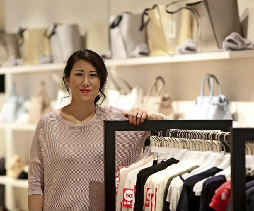 Limei Song-Erdem macht selber Mode und verkauft sie unter anderem in Lahr.   | Foto: Christoph Breithaupt