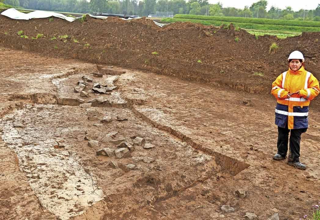 Grabungsleiterin Tünde Kaszab-Olschews...den die Archäologen aufgespürt haben.   | Foto: horst david