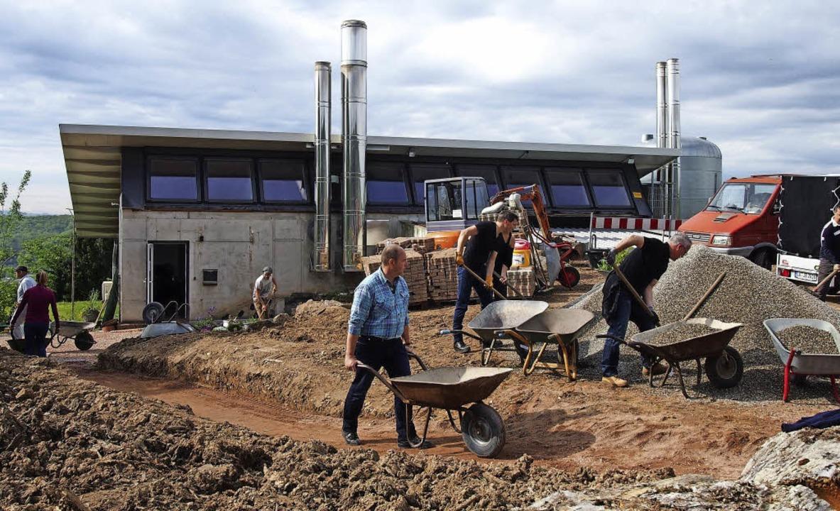 Schaffe, schaffe,  Energiepfad bauen: ...lberger Energiezentrale umzugestalten.  | Foto: Gabriele Poppen