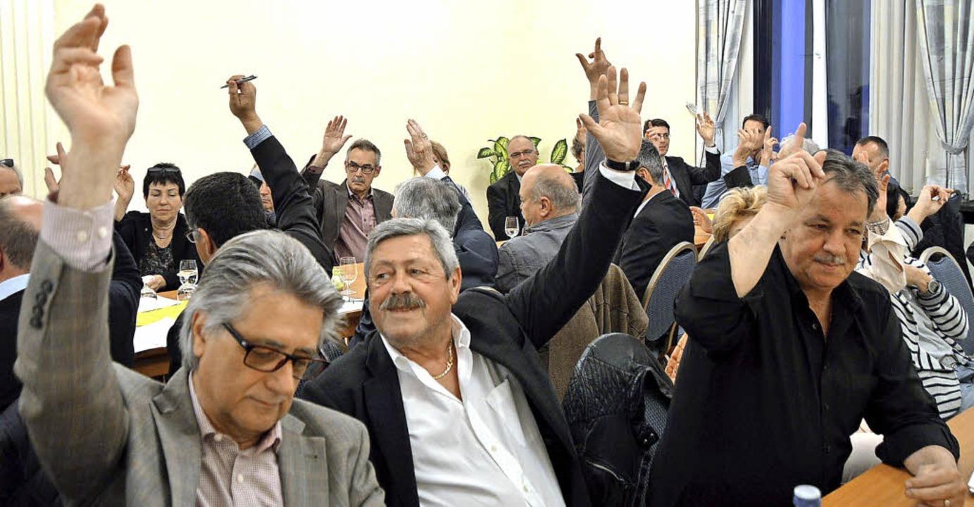 Einstimmigkeit demonstrierten die Mitg...ewerbevereins bei den Vorstandswahlen.  | Foto: Horatio Gollin