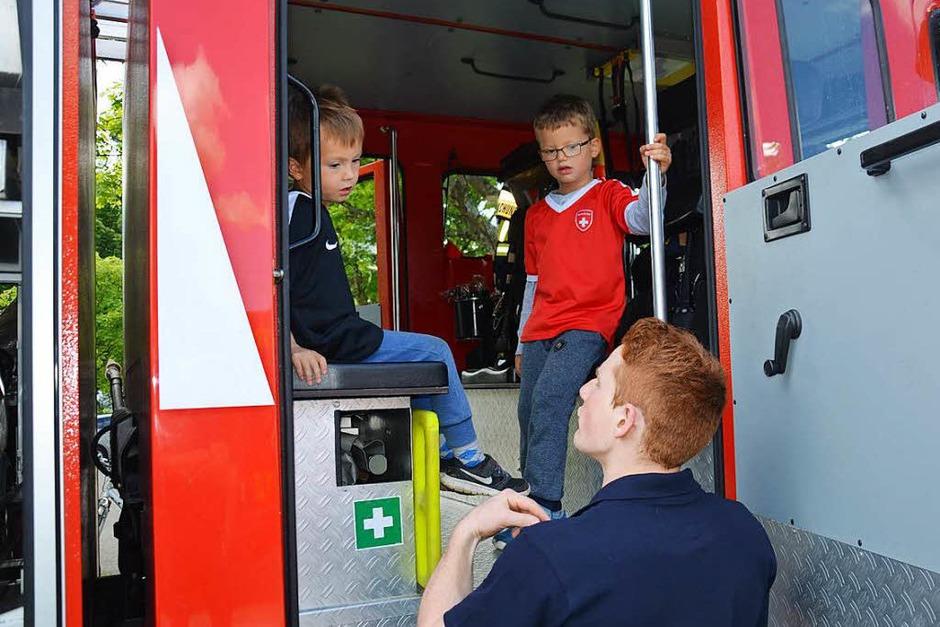 Die Eimeldinger Feuerwehr legte sich am Samstag voll ins Zeug und gab alles für die Nachwuchswerbung (Foto: Marco Schopferer)