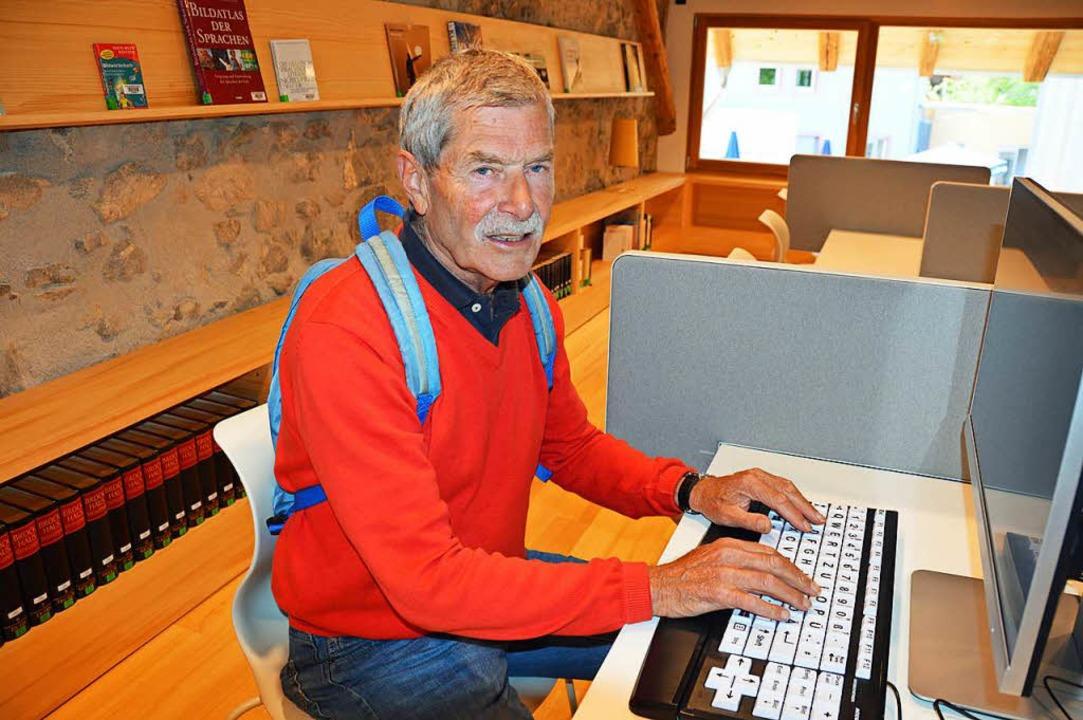 Christian Pfeil testete im Lernkabinet...für ältere und sehbehinderte Menschen.  | Foto: Gerhard Lück