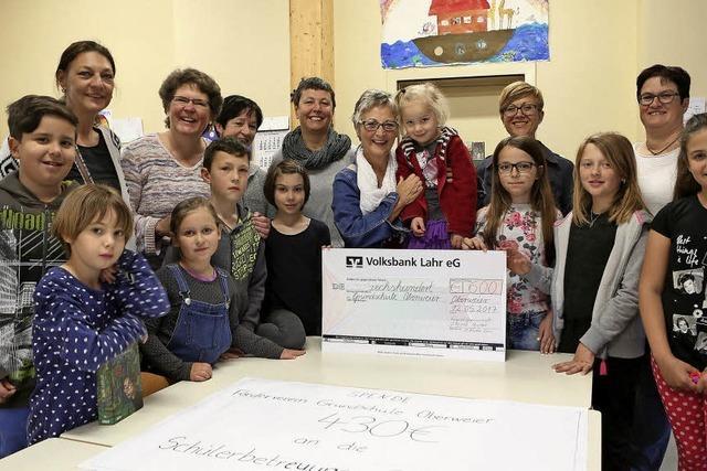 Spende für Grundschule Oberweier
