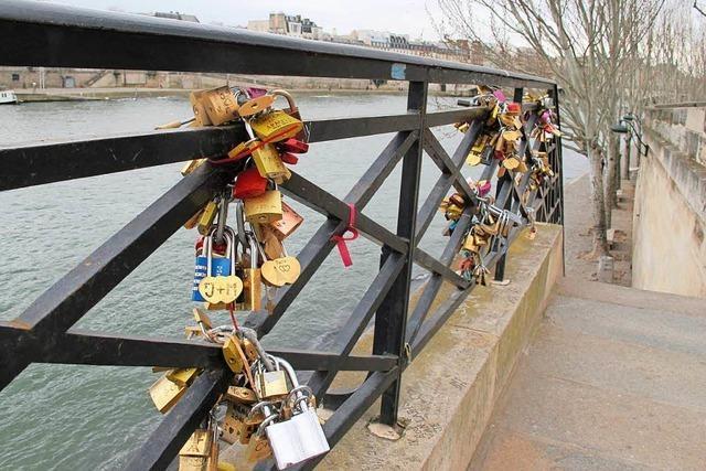 Liebesschlösser von Pariser Brücke wurden versteigert