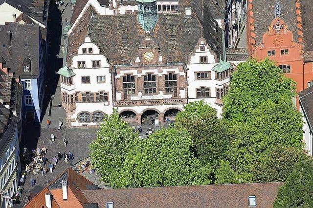 Polizei ermittelt nach Massenschlägerei auf dem Freiburger Rathausplatz