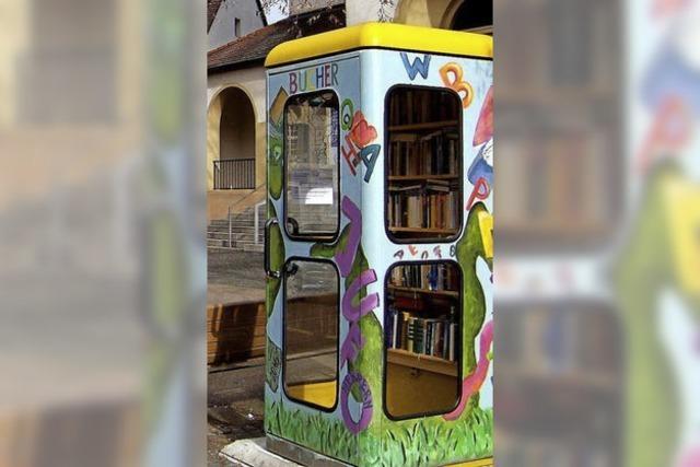 Am Bücherhäusle auf dem Herdermer Kirchplatz finden jetzt Lesungen statt
