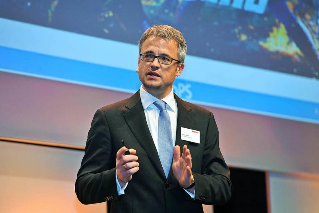 Professor Guido Baltes spricht in Neus...rnehmertreff über die Digitalisierung.  | Foto: SUCHY/EHNTS