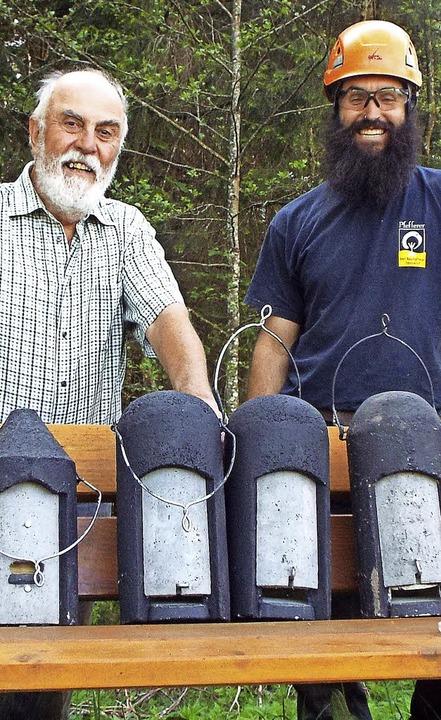 Über die Bereitstellung von Nistkästen...(links) und  Baumpfleger Ralf Jurisch.  | Foto: Wolfgang Adam