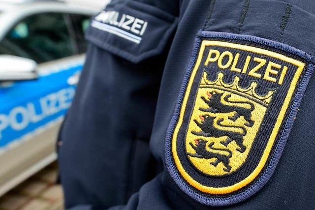 Polizisten verfolgen zwei mutmaßliche Diebe durch die Altstadt