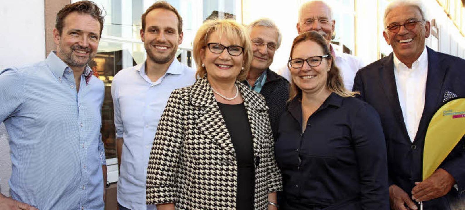 Der neue Emmendinger FDP-Vorstand: Vor...ihm: Bundestagskandidat Felix Fischer.  | Foto: Dagmar Barber