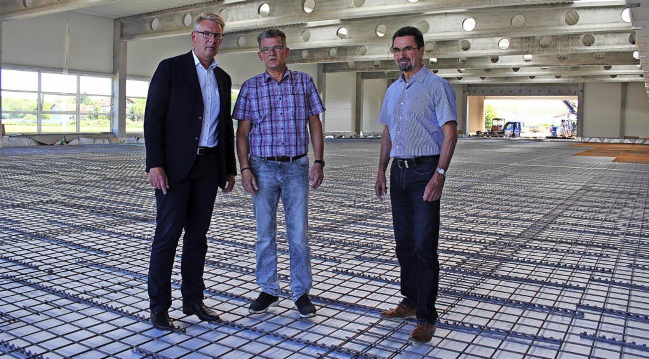 Den Richtspruch sprach Helmut Schuler,...dor Wanner die neue Produktionshalle.   | Foto: Mario Schöneberg