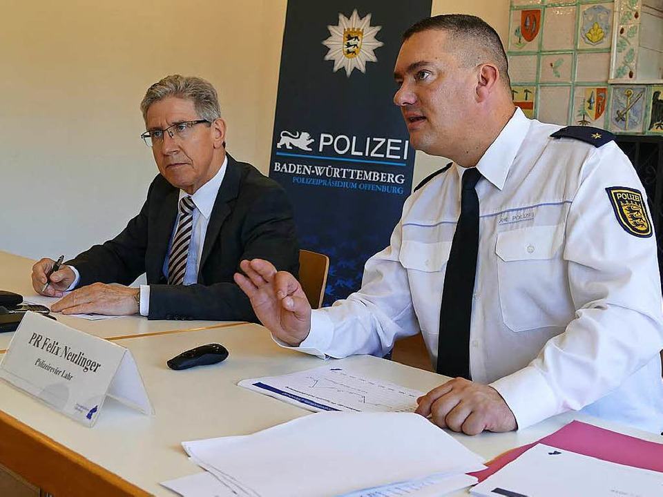 Polizeichef Felix Neulinger (rechts) mit Oberbürgermeister Wolfgang G. Müller.  | Foto: Christian  Kramberg