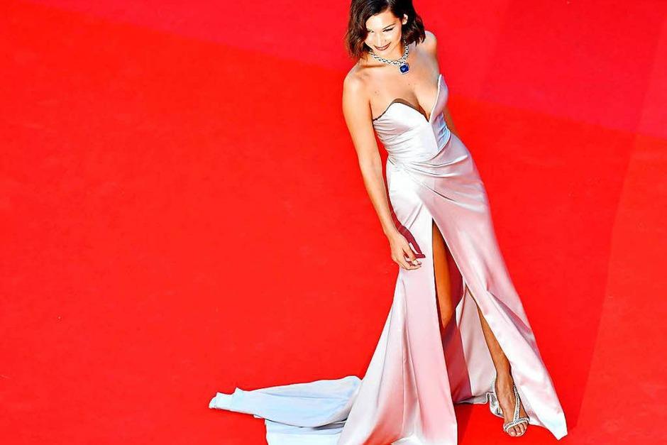 US-Model Bella Hadid posiert auf dem roten Teppich. (Foto: AFP)