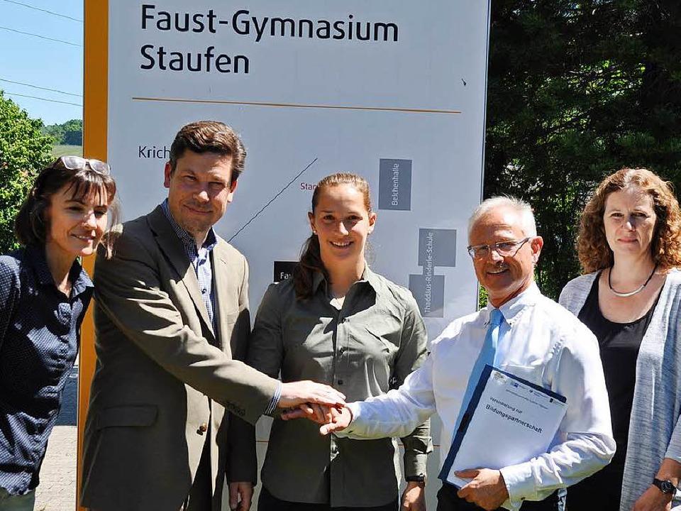 Rektor Hajo Kraus (r.), Jochen Fischer...d Dagmar Endle (l.) und Anja Meienburg  | Foto: Rainer Ruther