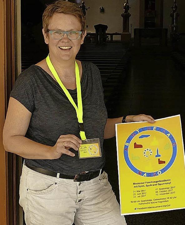 Annette Woschek-Ham mit Plakat zum Abenteuerland   | Foto: Frietsch
