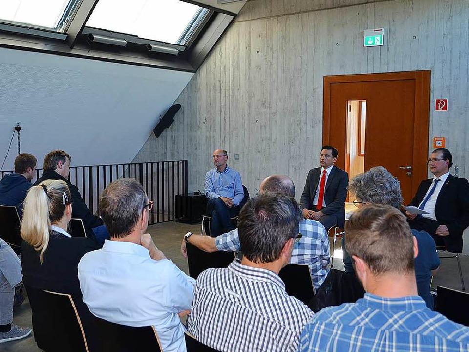 Johannes Fechner (SPD) sprach  - gemei...t Handwerkern über die Reforminhalte.   | Foto: N. Bayer