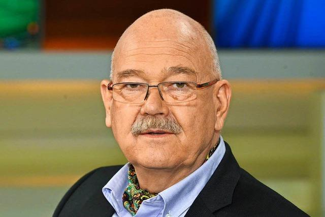 Der Journalist Rolf-Dieter Krause erhält die Karlsmedaille