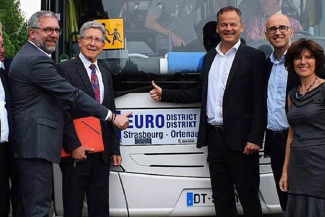 Neue Pendlerbusse fahren über den Rhein