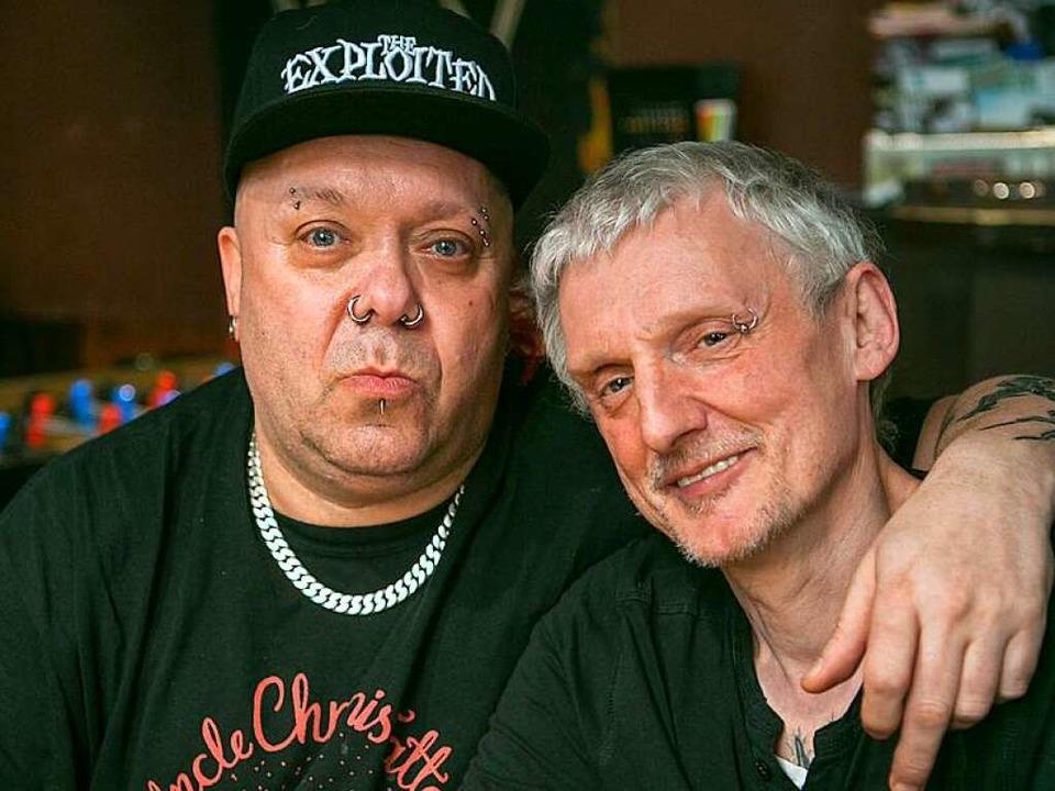Wattie Buchan von der Band The Exploit...ammen mit Mitch im Freiburger Walfisch  | Foto: Albert Josef Schmidt