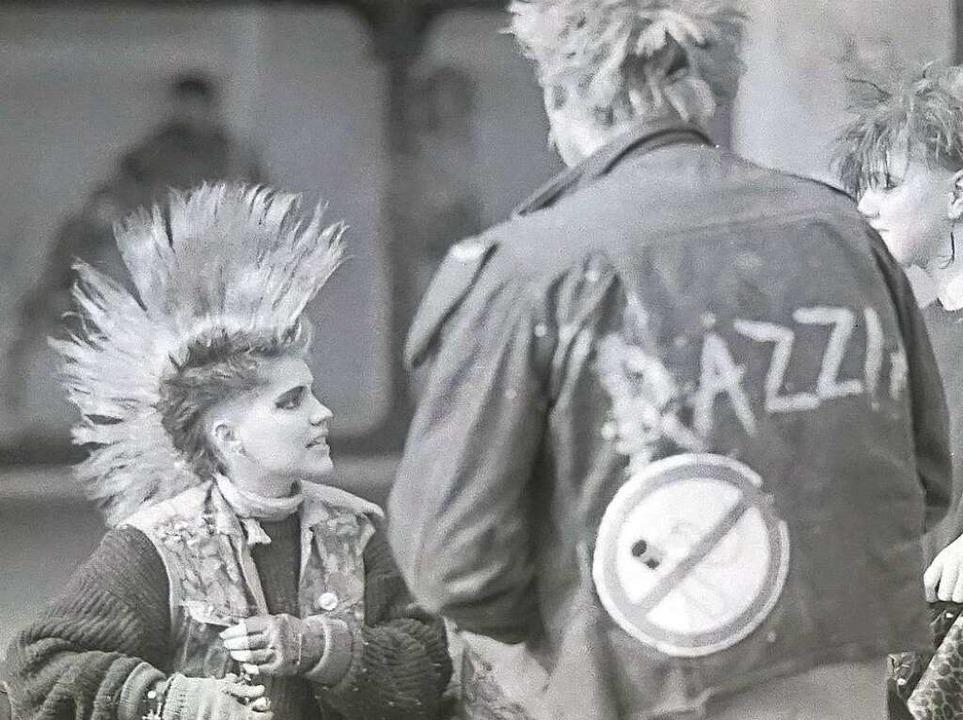 Die Punks trafen sich in den 1980ern am Freiburger Bertoldsbrunnen.  | Foto: -