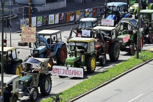 Freiburgs Landwirte demonstrieren mit ihren Traktoren in der Innenstadt