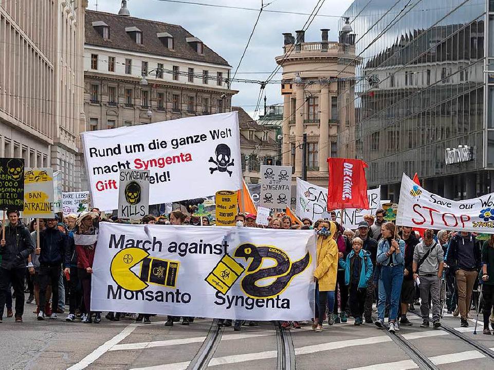 In der Basler Innenstadt demonstrierte...ogischere und sozialere Landwirtschaft  | Foto: dpa