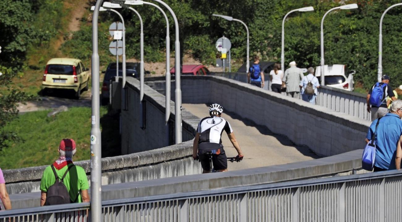 Ordentlich Verkehr: Die Staumauer am Schluchsee  | Foto: Susanne Gilg