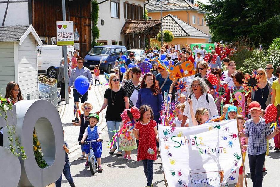 Mit einem bunten Festumzug feiert Wollbach sein Jubiläum. (Foto: Ulrich Senf)