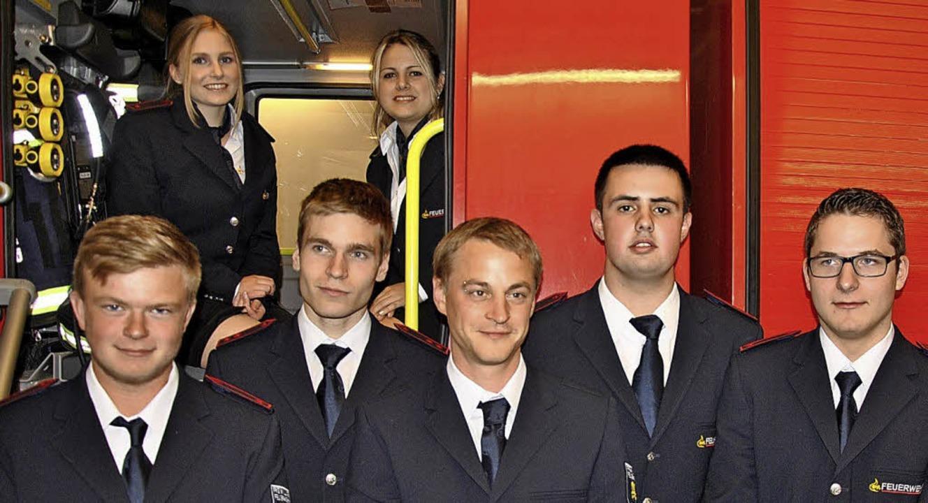 Die neuen aktiven Mitglieder der Freiw...Wetzel mit Schriftführer Martin Obert     Foto: Ralph Fautz