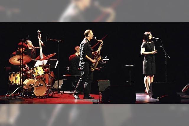 Jasmin Tabatabai und das David Klein Quartett gastierten im Burghof
