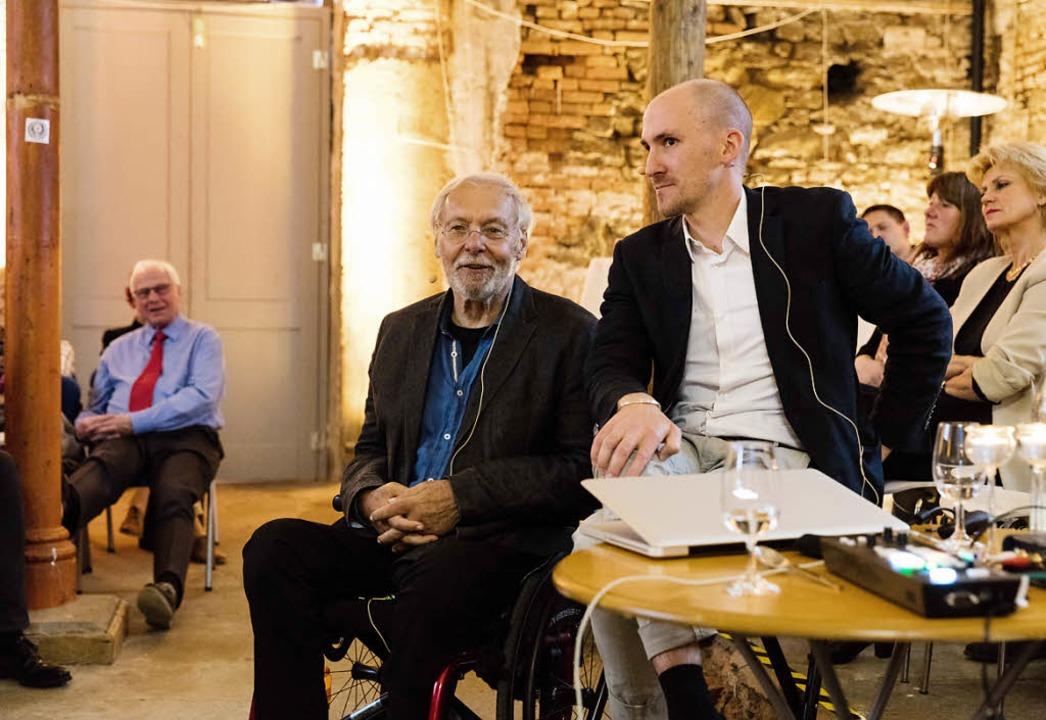 Karlheinz und Jonas Geißler (von links) referieren über den Umgang mit der Zeit.  | Foto: Gabriele Zahn