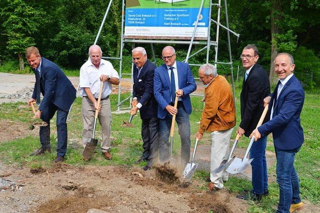 Breisacher Tennisclub feiert Baubeginn für neue Halle
