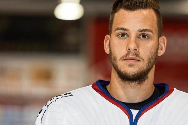 Enrico Saccomani spielt weiter für den EHC Freiburg